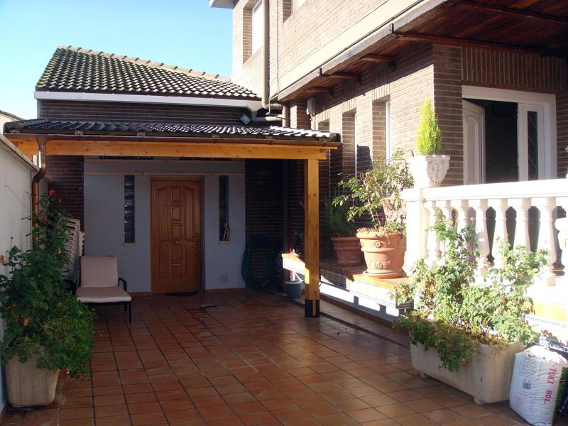 Foto paneles sandwich para cubiertas y porches de for Tipos de tejados de casas