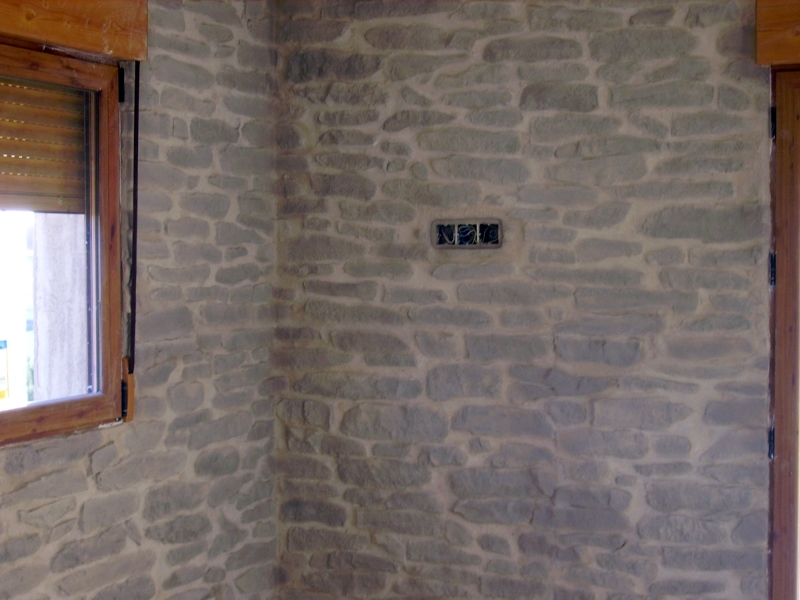 Foto pared con panel de poliester imitacion piedra de - Imitacion piedra pared ...