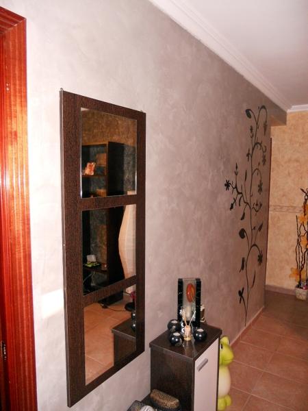 Foto pared en estuco con decoracion de pintura kira - Cocinas con estuco ...