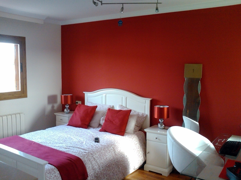 Foto pared roja de pinturas pinazo 234808 habitissimo for Pintura de paredes interiores fotos