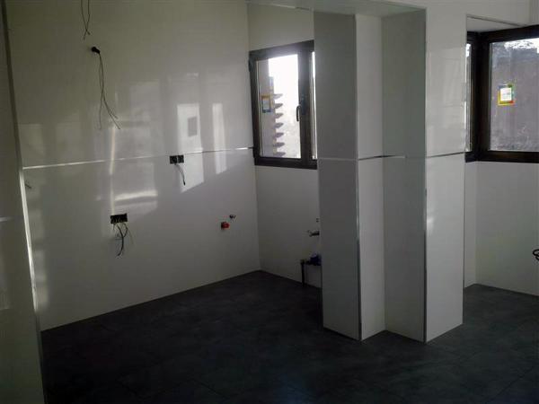 Foto paredes en cocina rectificado blanco de solados y alicatados laureano 308654 habitissimo - Azulejo rectificado ...