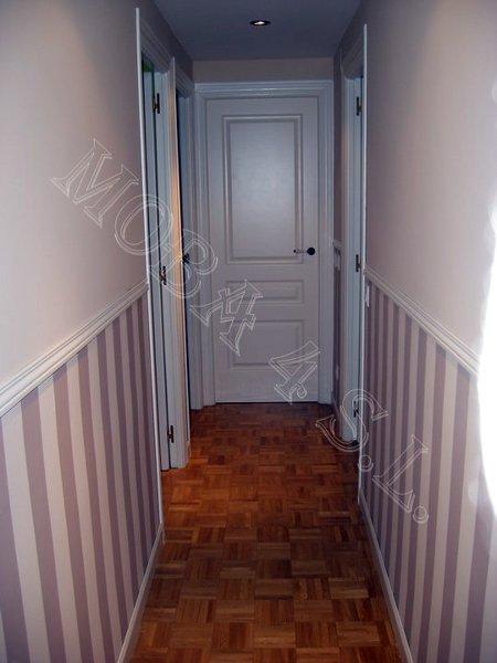 Foto pasillo superior liso y z calo a rayas pintadas con - Pasillos con zocalo ...