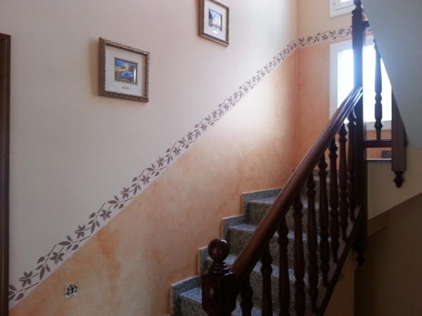 foto pintar escalera con z calo en veladura cenefa de On cenefas para escaleras