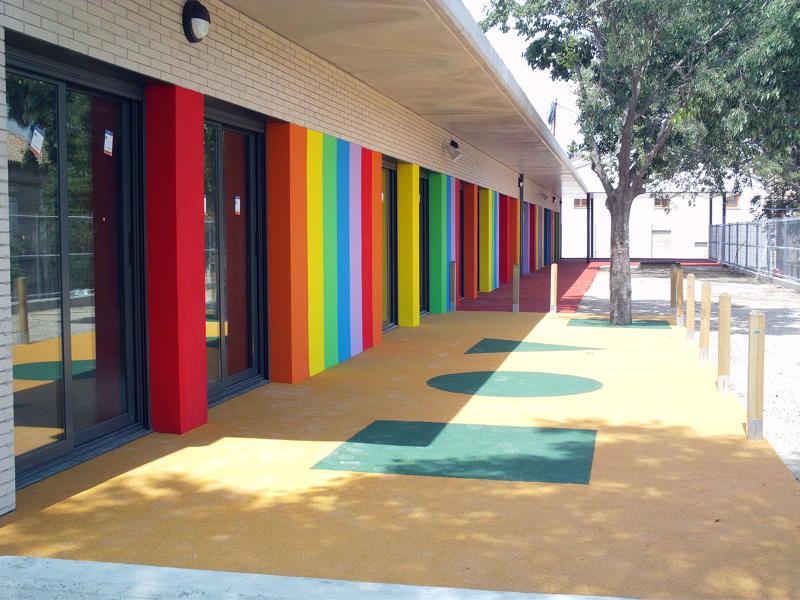 Foto pintura de fachada multicolor guarderia de hanalex - Pintura para fachada ...