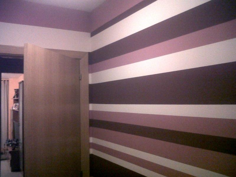 Foto pintura dormitorio a rayas horizontales de - Dormitorios pintados a rayas ...