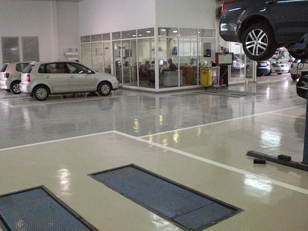 Foto pintura en garaje mecanico de dscolor 133663 - Pintura suelos garaje ...