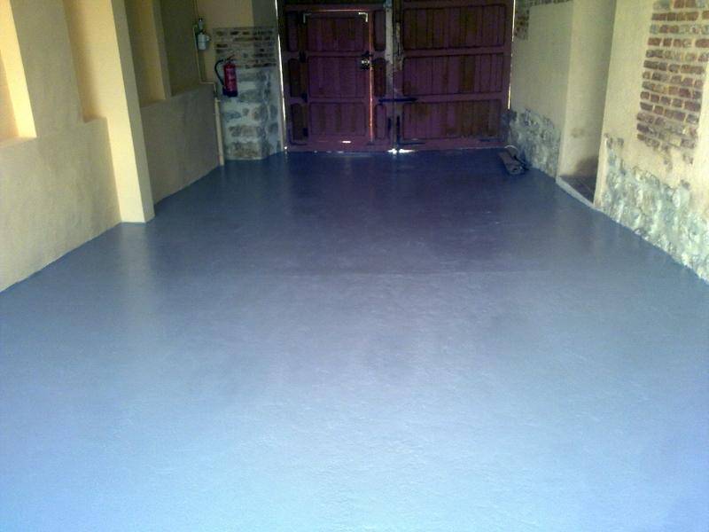foto pintura en parredes y suelo de garaje de luis