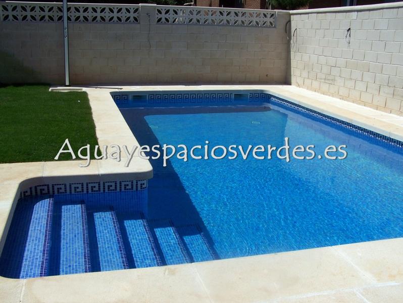 Foto piscina 8x4 con escalera de aesver agua y espacios verdes 281344 habitissimo - Costo piscina 8x4 ...
