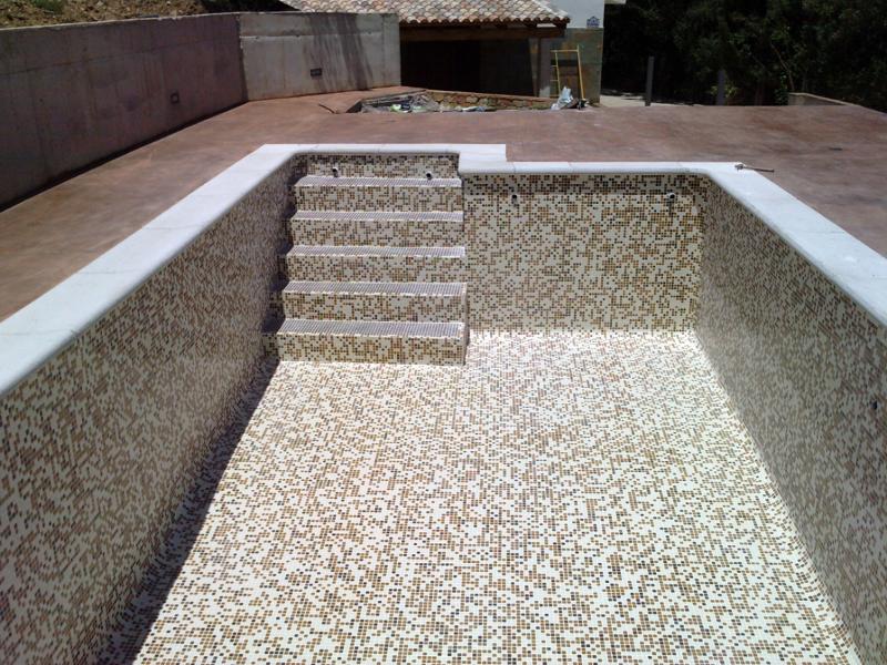 Foto piscina con gresite difuminado de piscinas el - Presupuestos para piscinas ...