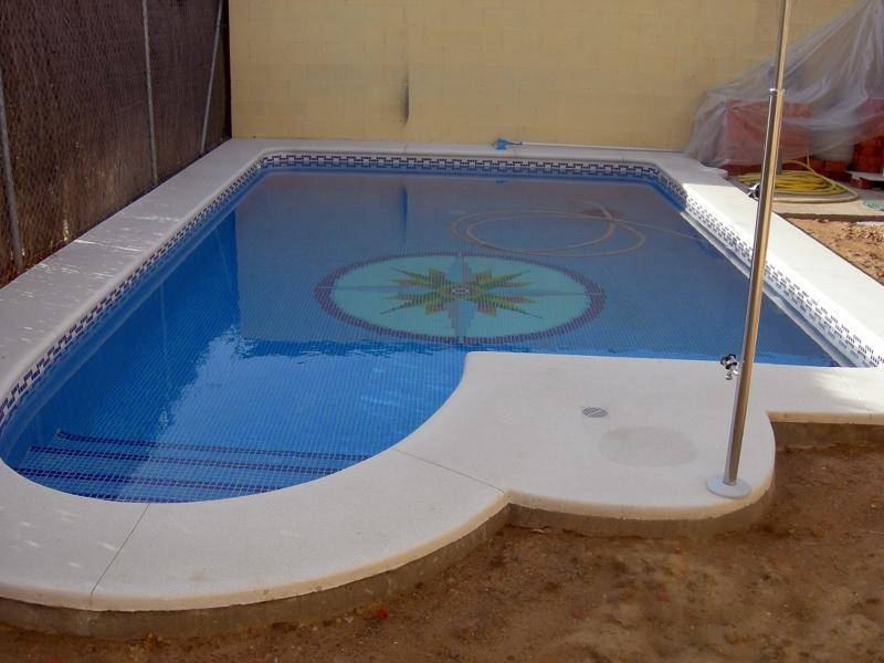 Foto piscina de 8 m con dibujo de la rosa de los vientos - Piscinas sobre suelo ...