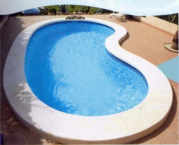 Foto piscina de forma de piscinas hermanos sevillano for Formas para piscinas