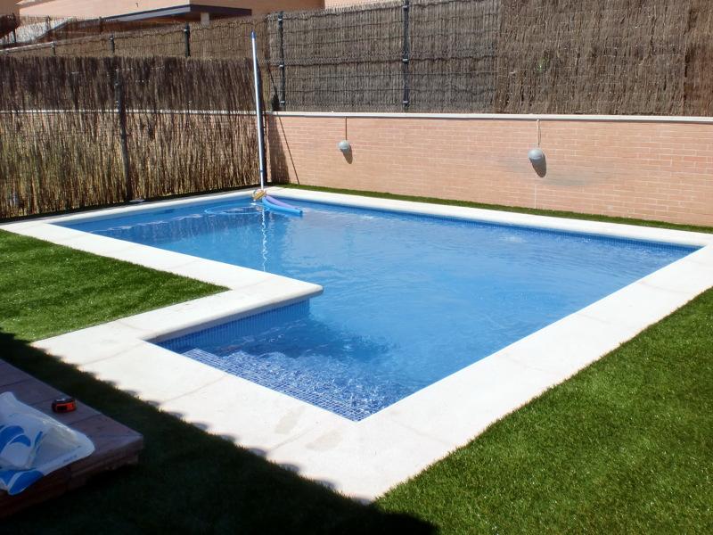 Foto piscina de hormig n gunitado con escalera lateral de - Precio construccion piscina ...