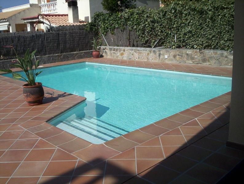 Foto piscina de obra de tienda piscinas s l 176071 for Fotos de piscinas de obra