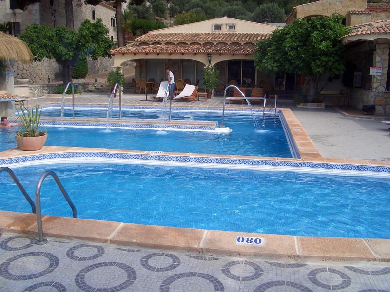 Foto piscinas exteriores de construccio femenia 141386 for Piscinas exteriores