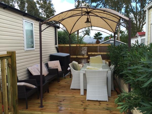 Foto plataforma en madera antideslizante con p rgola y - Muebles exterior diseno ...