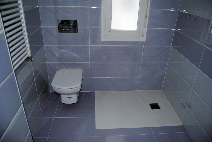 Foto plato de ducha a ras de suelo de tecnam 224137 for Ducha sin plato suelo