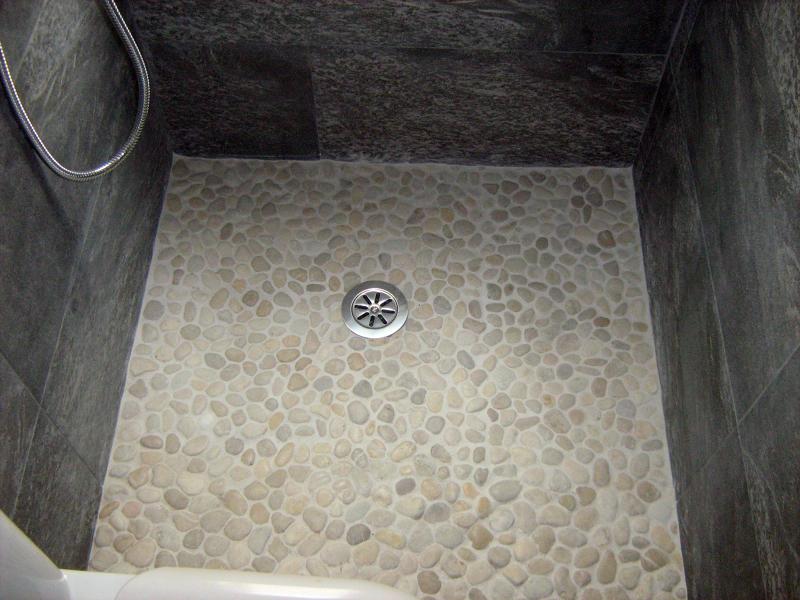 Foto plato ducha de reformas colocacion de piedra for Duchas rusticas piedra