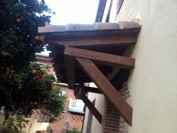 Foto porche cubre puerta de entrada de exnorsa pyc s l for Cubre escaleras