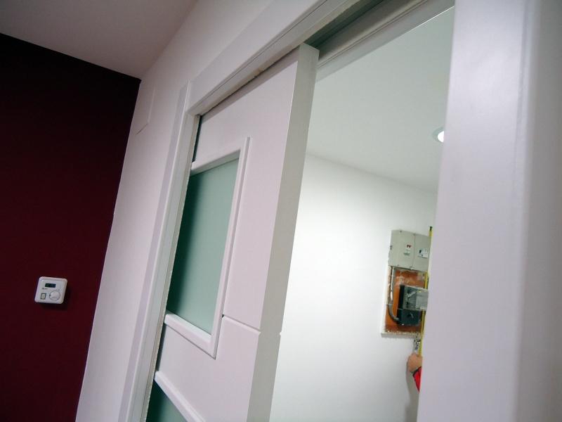 Foto puerta corredera interior tabique metalico de tot en - Precio armazon puerta corredera ...
