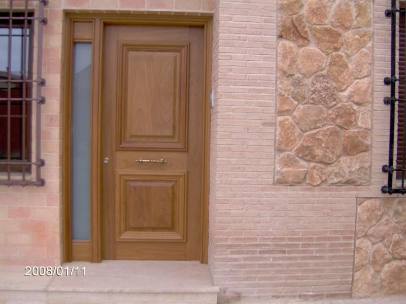 Foto puerta de calle entrada a la vivienda de carpinteria - Puertas de calle ...