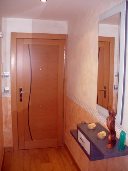 Foto puerta de entrada a piso de carpinter a jes s franco for Puertas de entrada piso precios