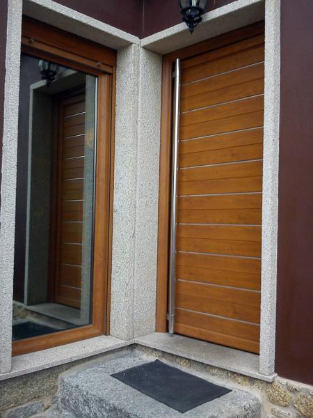 Foto puerta de entrada y fijo lateral aluminio lacado - Puertas para jardin de aluminio ...
