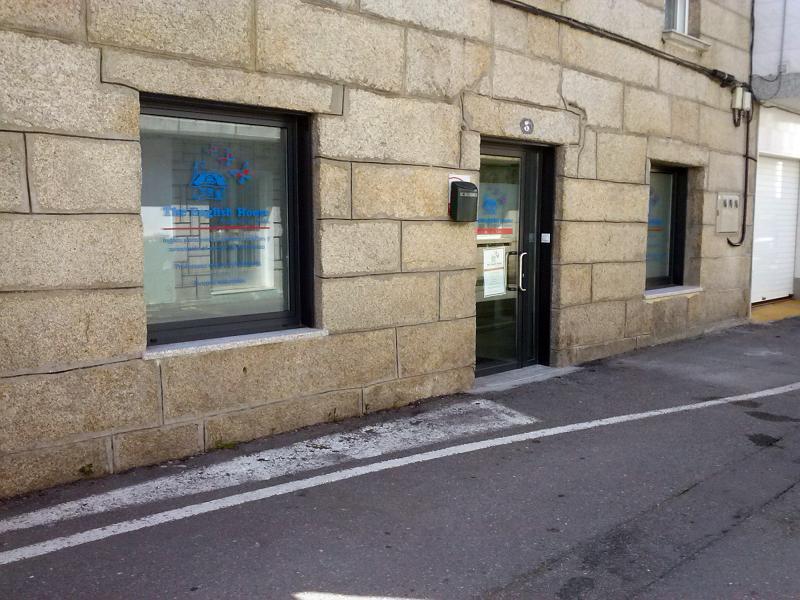 Foto puerta de entrada y ventanas en aluminio lacado gris for Colores ventanas aluminio lacado