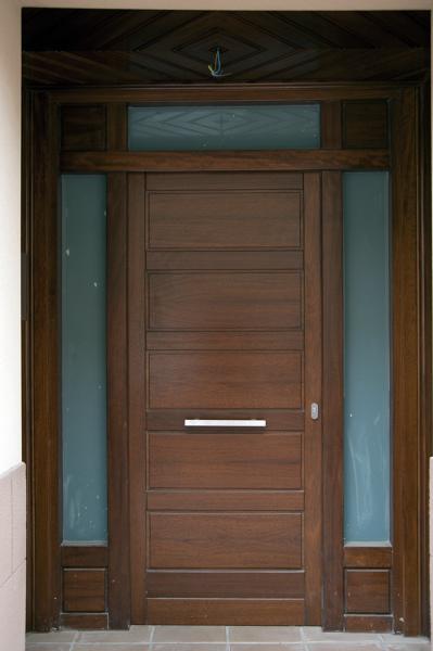 Foto puerta de exterior de carpinter a jos rutia s l - Puertas exterior asturias ...