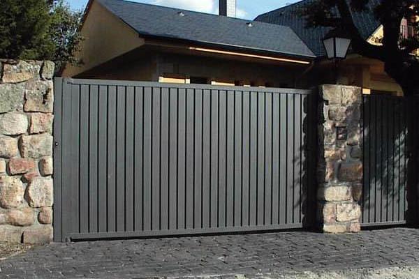 Foto puerta de garaje para urbanizaci n de ibarkalde s l for Puertas de entrada baratas