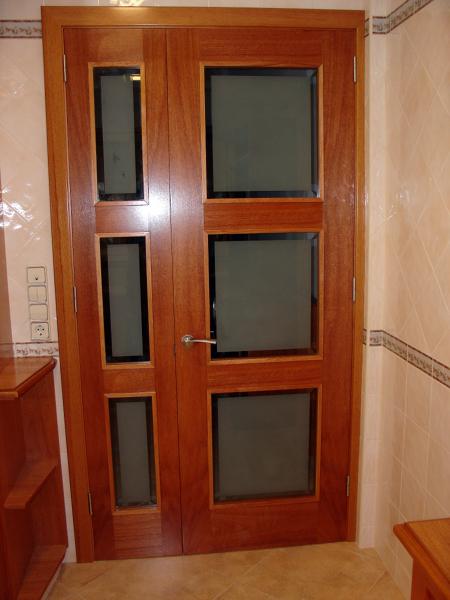 Foto puerta de paso con cristal de mobles pere triay sl for Cristales para puertas de paso