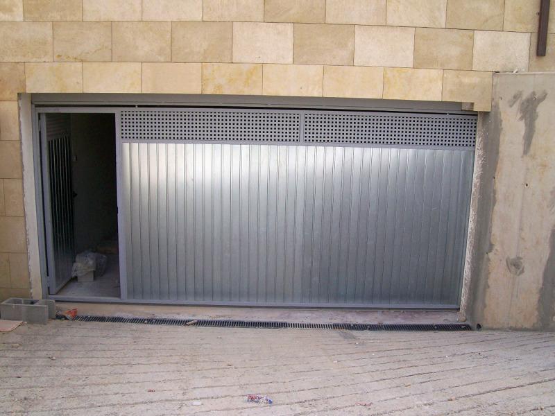 Foto puerta garaje corredera de andreu grupo integrado s - Precio puertas de garaje ...