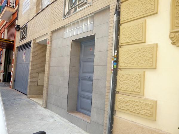 Foto puerta principal de acceso al loft de sidi khalid for Puertas de acceso principal