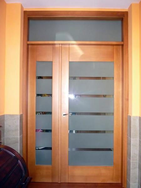Foto puerta principal de vivienda de dopema 2005 sl for Puertas para vivienda
