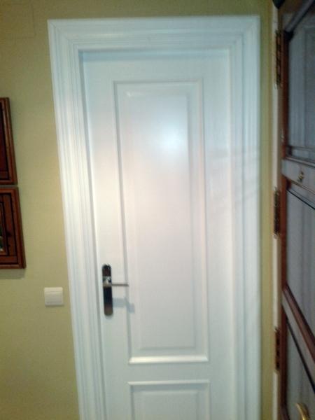 Foto puerta roble lacada blanco de ryc 421273 habitissimo for Precio de puertas blancas