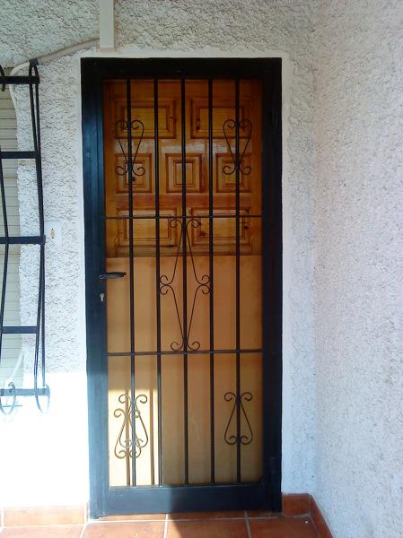 Foto puertas de hierro de tamevi 187548 habitissimo for Modelos de puertas de hierro con vidrio