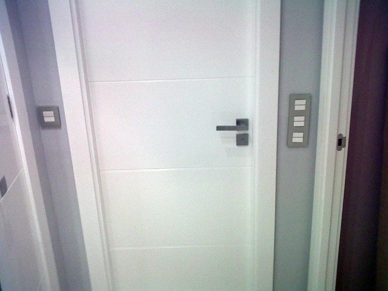 Foto puertas de paso ciegas en blanco lacado con manilla Precio puertas de paso