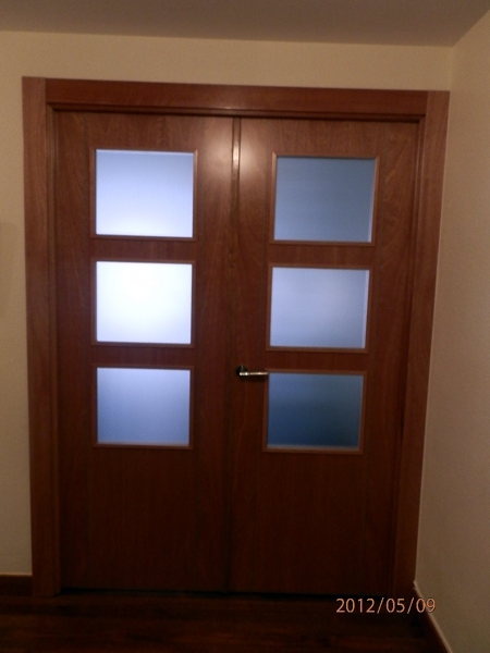 Foto puertas dobles de carpinteria losan 275463 for Puertas blancas dobles