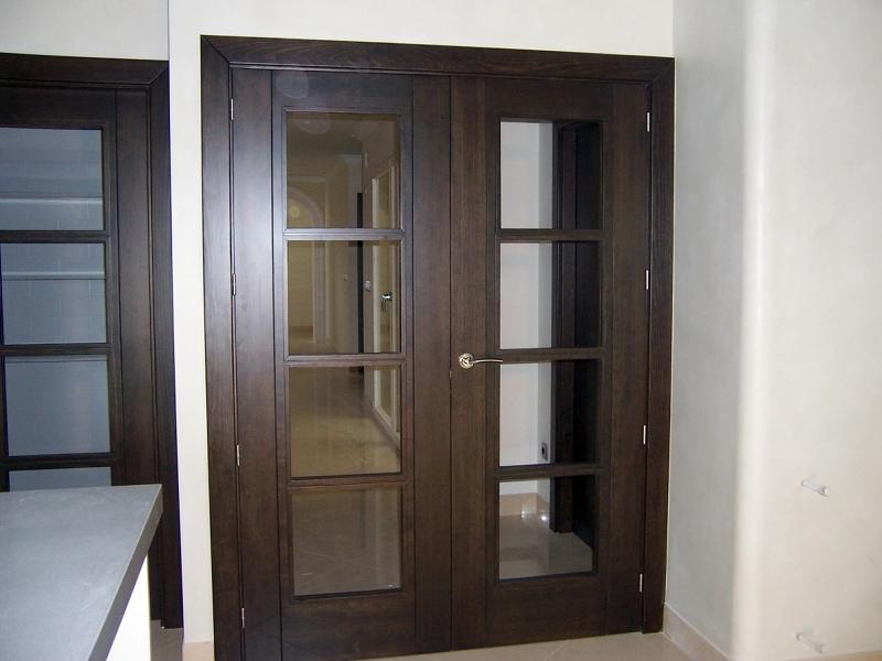 Foto puertas en pino tea tintado color wengue con inglete - Puertas color pino ...