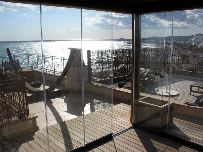 Foto puertas plegables de vidrio de aluspai s l 189798 for Cerramiento terraza cristal precio
