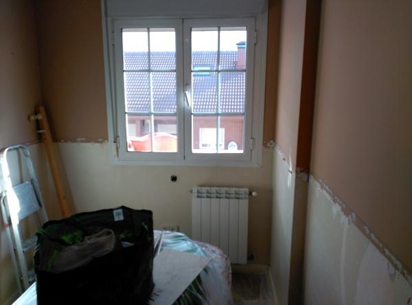 Foto quitar papel pared ventana de maderaypintura rotciv - Quitar papel pared ...