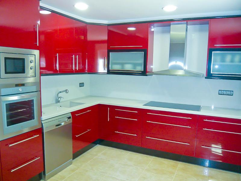 Foto reforma cocina roja majadahonda de dereformas for Fotos reformas cocinas