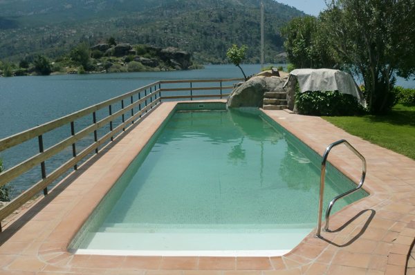 Foto rehabilitaci n piscina con l mina armada de piscinia for Piscinas en sevilla precios