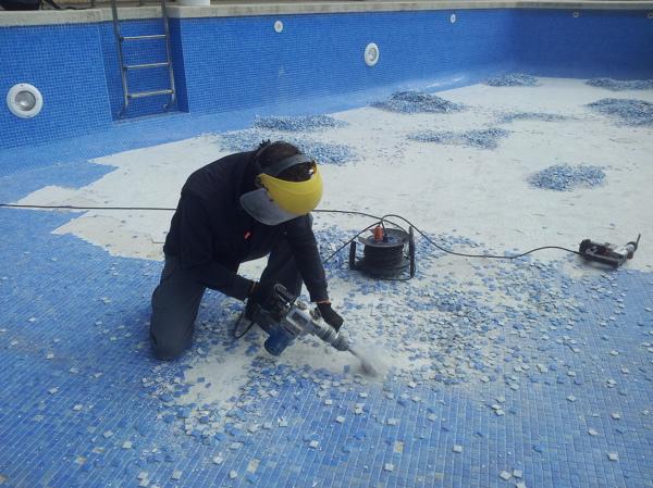 Foto reparaci n de piscinas rejuntados y alicatados de for Reparacion de piscinas