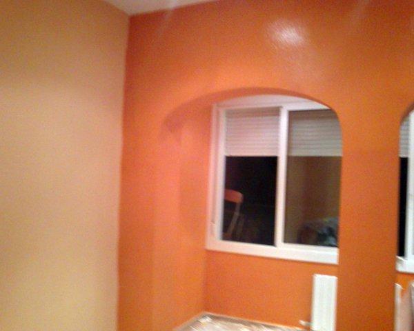 Foto sal n pintado en dos colores salmon claro y salmon oscuro de pintura y decoracion - Pintar salon pequeno dos colores ...