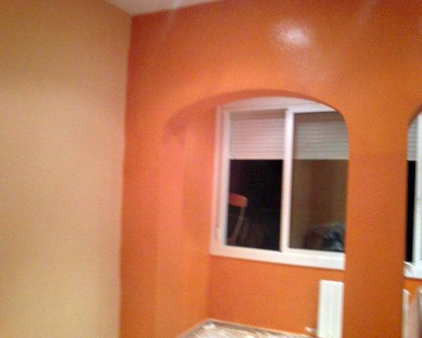 Foto sal n pintado en dos colores salmon claro y salmon - Pintar un salon en dos colores ...
