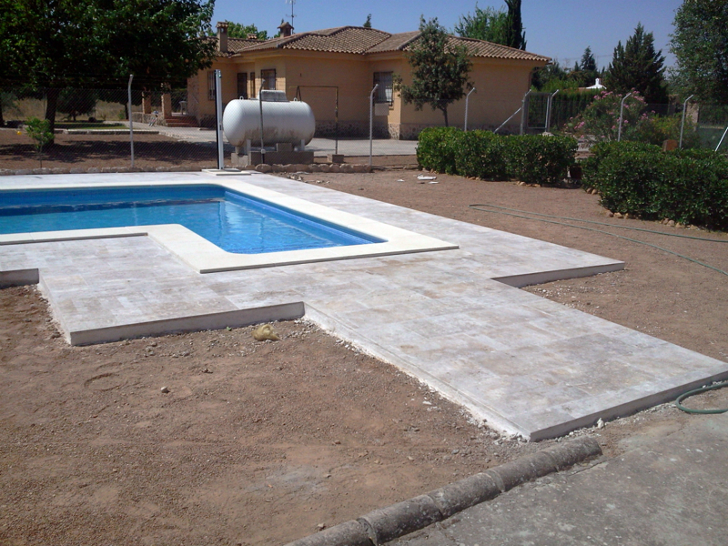 Foto solado alrededor de piscina con piedra natural de for Piedra piscina