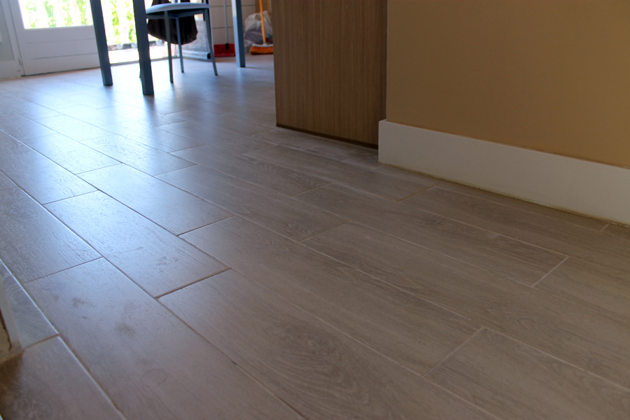 Foto suelo ceramico imitacion madera gris de sannicola 279146 habitissimo - Suelos imitacion parquet ...