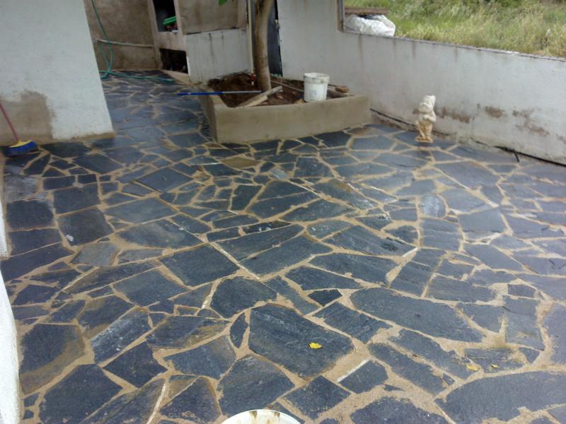 Foto suelo piedra natural en nou vendrell de refor casas for Piedra natural para exterior