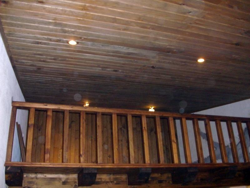 foto techo acabado en friso de abeto de multiservicios