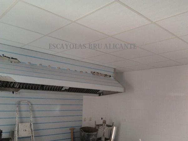 foto: techo desmontable con placas de vinilo de escayolas bru